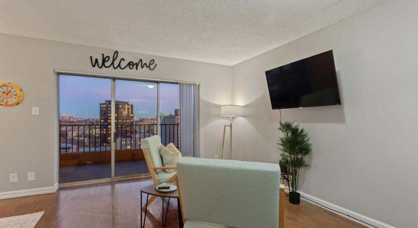 Best time to travel Memphis Brand New Downtown Studio with River Views