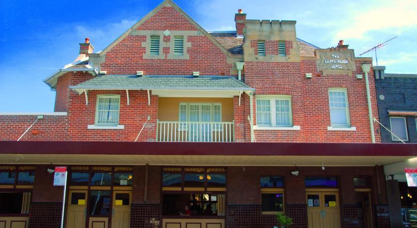 Best time to travel Sydney Captain Cook Hotel Botany