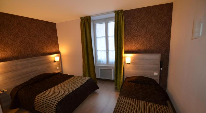 Triple Room Logis Hotel Le Saint Georges