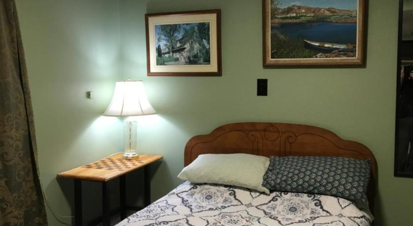 Double Room with Shared Bathroom Hamilton Guesthouse at the Pring