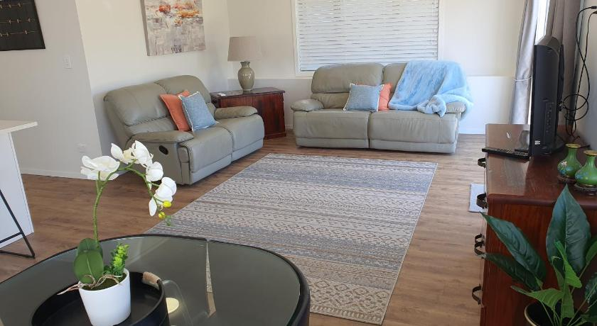 Private 2 Bedroom Apartment Castor Bay Auckland