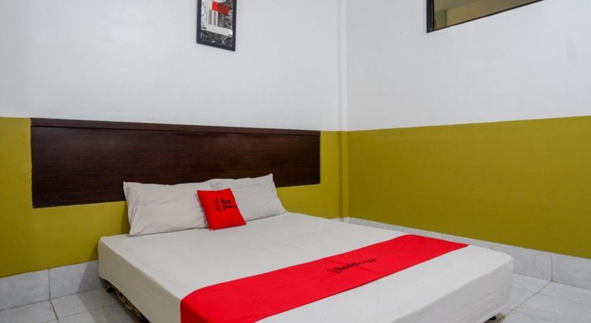 Fasilitas kamar RedDoorz Syariah @ Hotel Wisma Indonesia Kendari