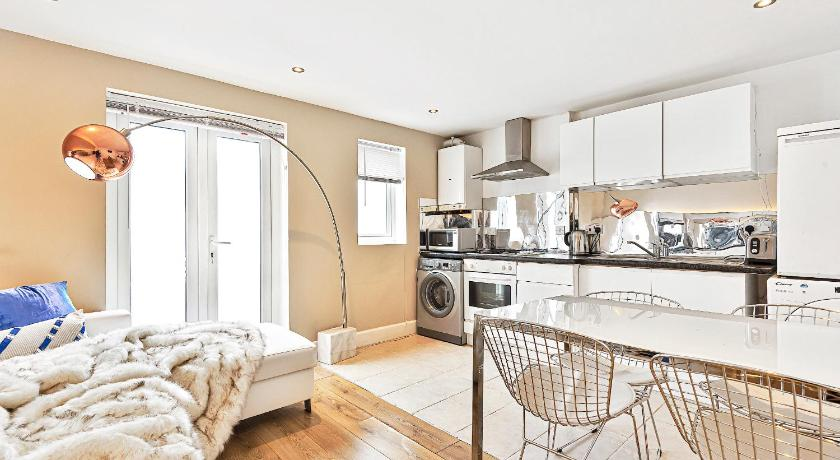 Clapham 2 Bedroom Apartment in London - Room Deals, Photos ...