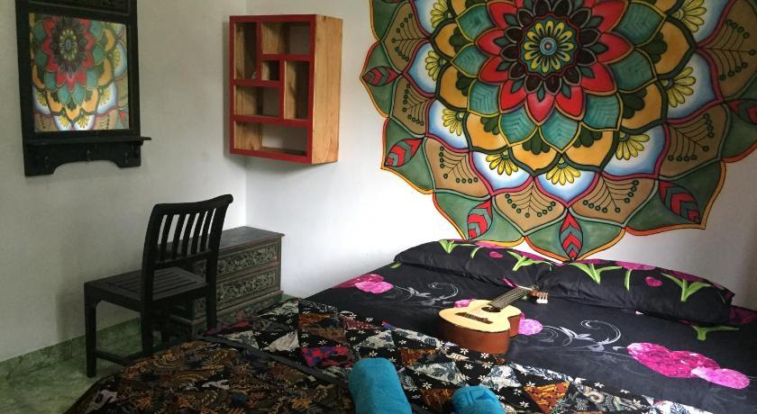 Leyeh Leyeh Hostel Karimunjawa