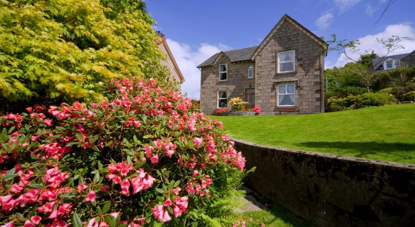 Best time to travel United Kingdom The Old Manse