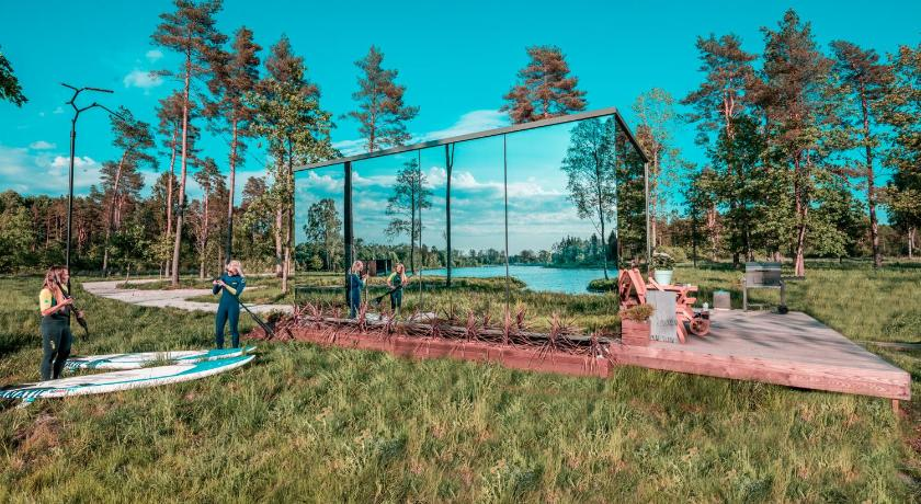ÖÖD Mirror House
