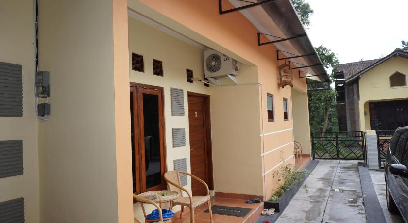 Qq Guesthouse Guesthouse Bed And Breakfast Yogyakarta Deals Photos Reviews