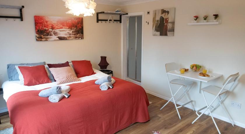 New Roomy Rooms in Reading Reading