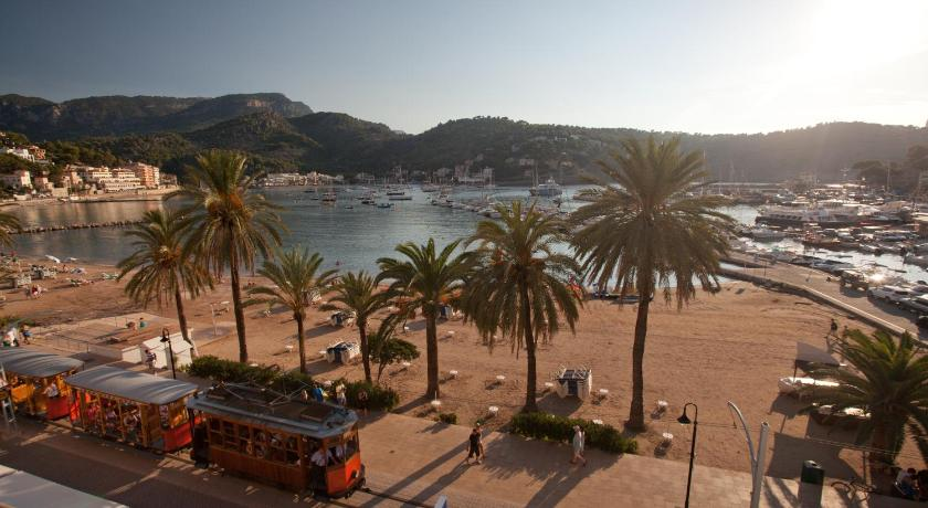 Best time to travel Spain FERGUS Style Soller Beach