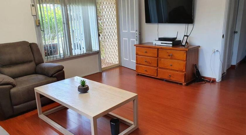 Entire house 3 bedrooms, 4 aircons free Wifi, TV, Netfix