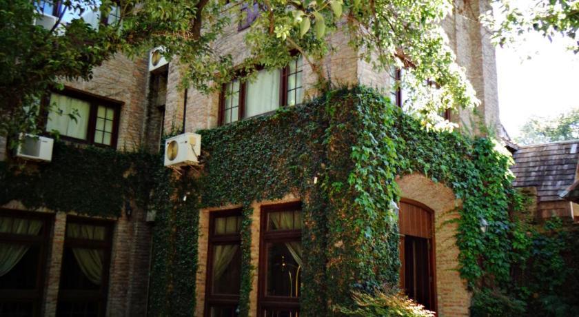 Best time to travel Argentina Hotel de La Tour