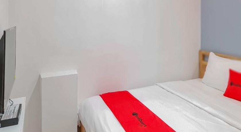Fasilitas kamar RedDoorz Plus @ Batutulis Bogor