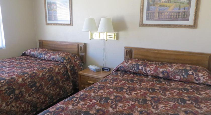 Double Room with Two Double Beds - Non-Smoking Budget Inn Denison