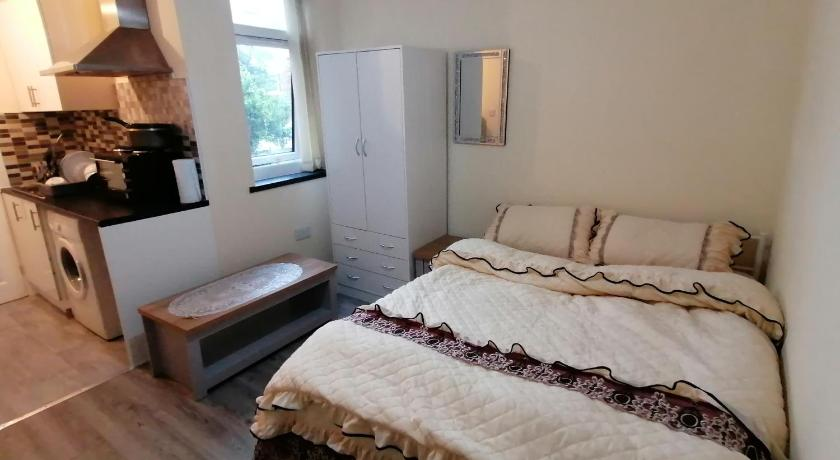 Self-contained studio flat bathrooms kitchens upgrade locations to city centre 15 minutes walking di