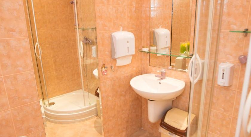 Single Room with Shared Bathroom Home Sweet Home