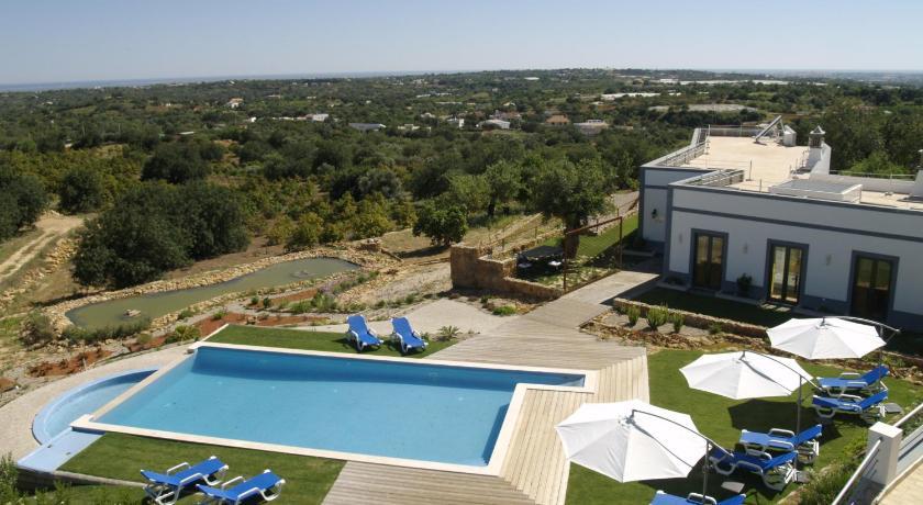 Best time to travel Portugal Casas de Campo em Estoi by Garvetur