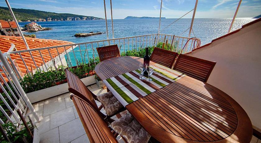 Best time to travel Solin Mira Sea Front Guesthouse