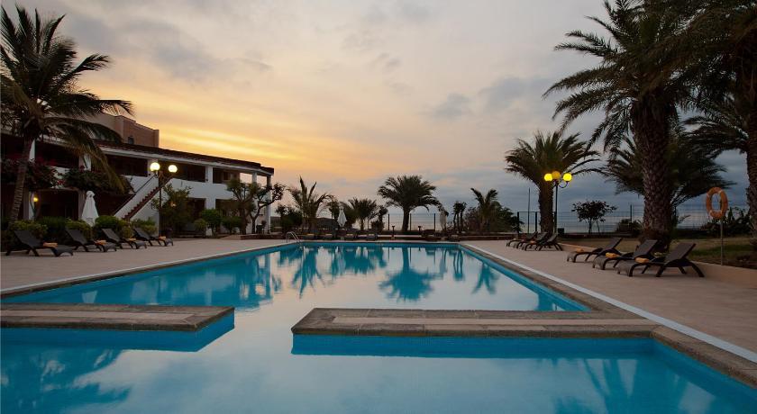 Best time to travel Praia Pestana Tropico