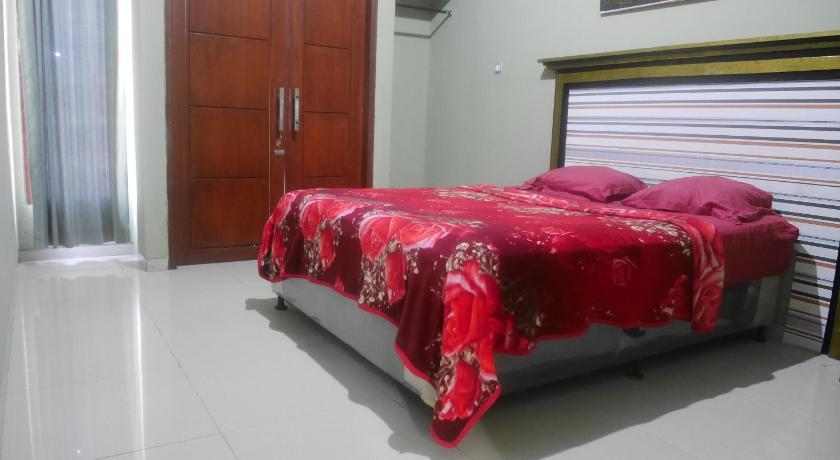 OYO 90646 Villa Karsinem Pasuruan