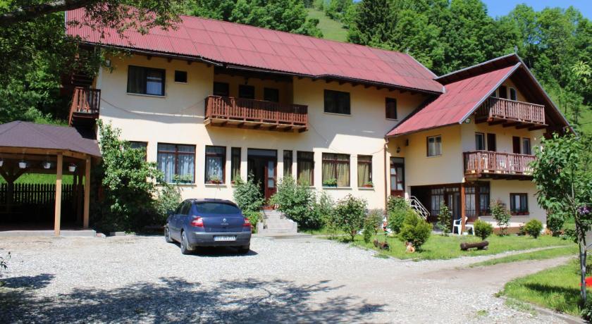 Best time to travel Romania Casa Maria Moieciu