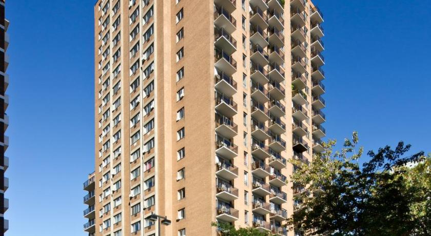 Trylon Appartements Hotel 3463 rue Sainte-Famille #109 ...