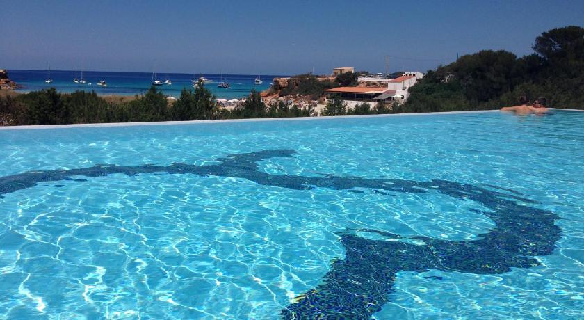 Best time to travel Ibiza Hotel Cala Saona & Spa