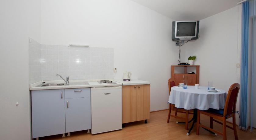Studio Apartment (2 Adults) Apartments Daniela