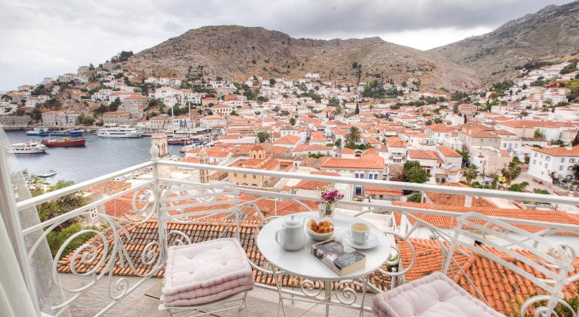 Best time to travel Greece Hydra Hotel