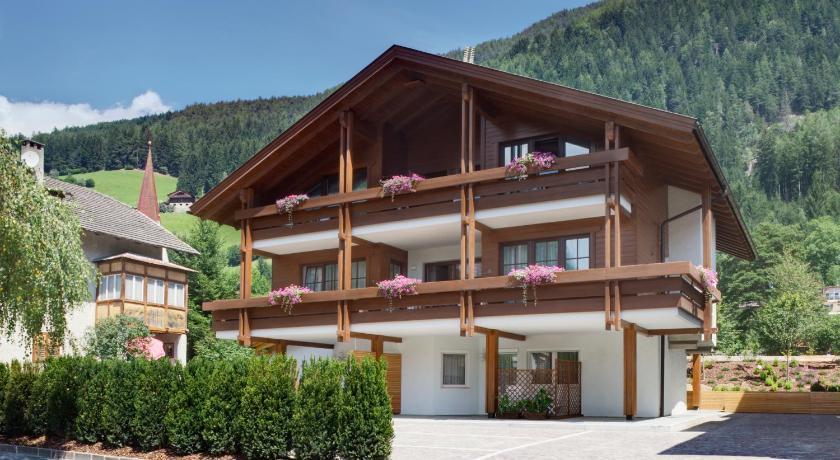 Best time to travel Italy Dependance Villa Calluna