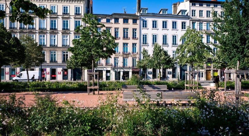 Best time to travel Lyon Bayard Bellecour