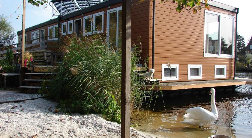 Best time to travel Netherlands B&B Houseboat between Amsterdam Windmills