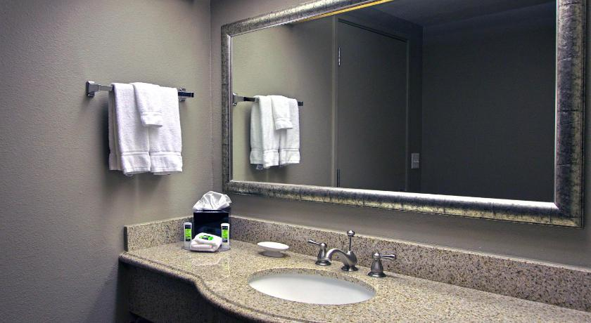 Executive Inn & Suites Oakland