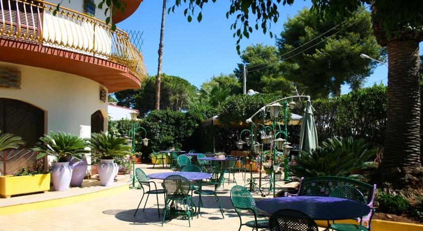 Best time to travel Italy Arenella Beach Rooms
