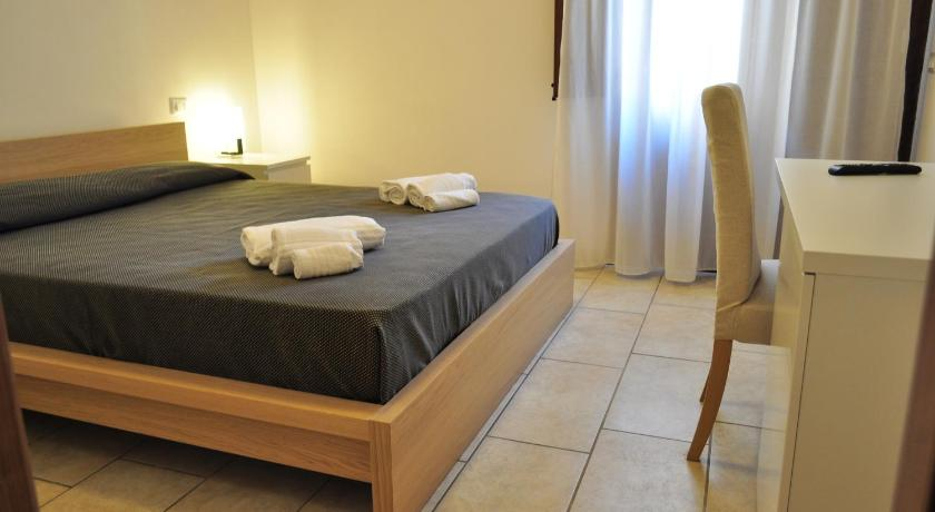 Double Room with Patio Rooms and Breakfast Zefiro