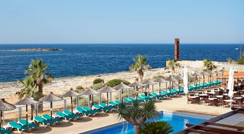 Best time to travel Majorca Universal Hotel Romantica