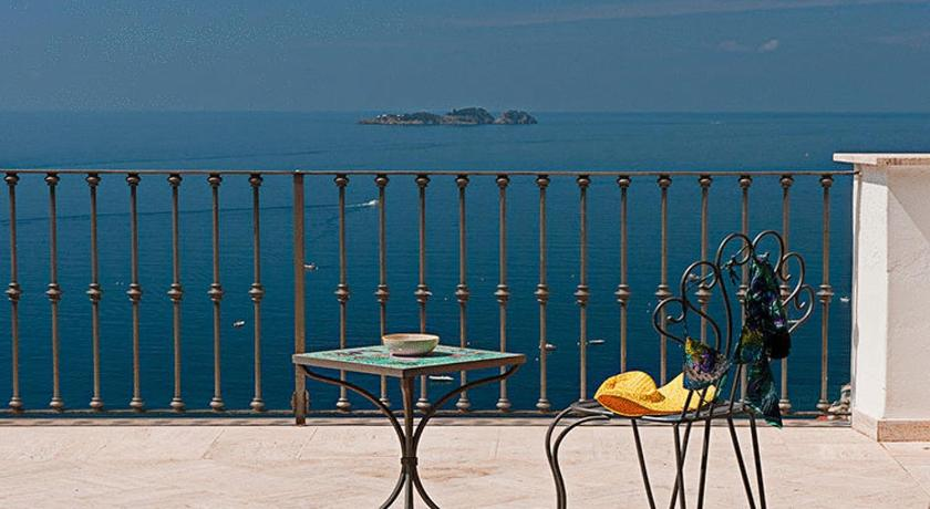 Best time to travel Italy Villa Rosa