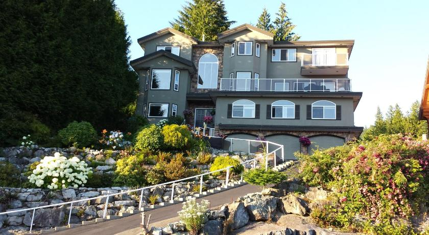 Best time to travel Canada Squamish Highlands Bed & Breakfast