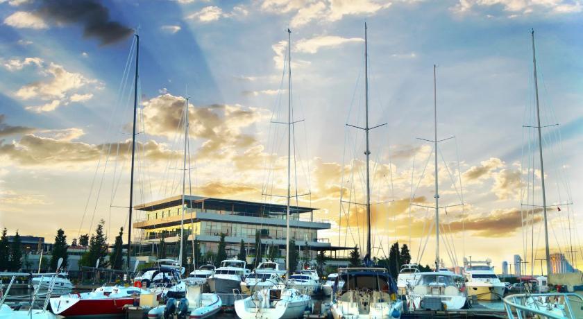 Best time to travel Istanbul Ataköy Marina Park Hotel Residence