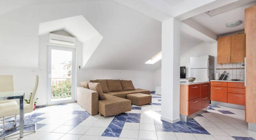 Best time to travel Split Apartment Bota