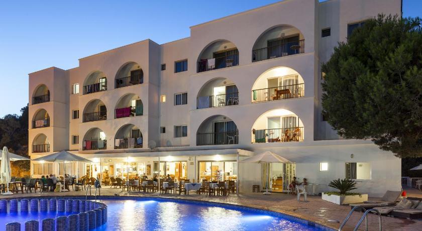 Best time to travel Formentera Aparthotel Puerto Cala Vadella