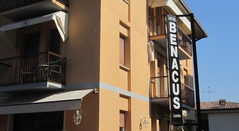 Best time to travel Italy Hotel Benacus