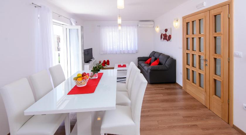 More about Apartments Violeta 1