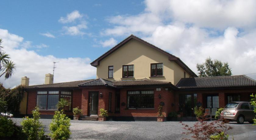 Best time to travel Ireland Bunratty Heights Guesthouse