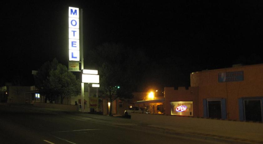More about True North Motel