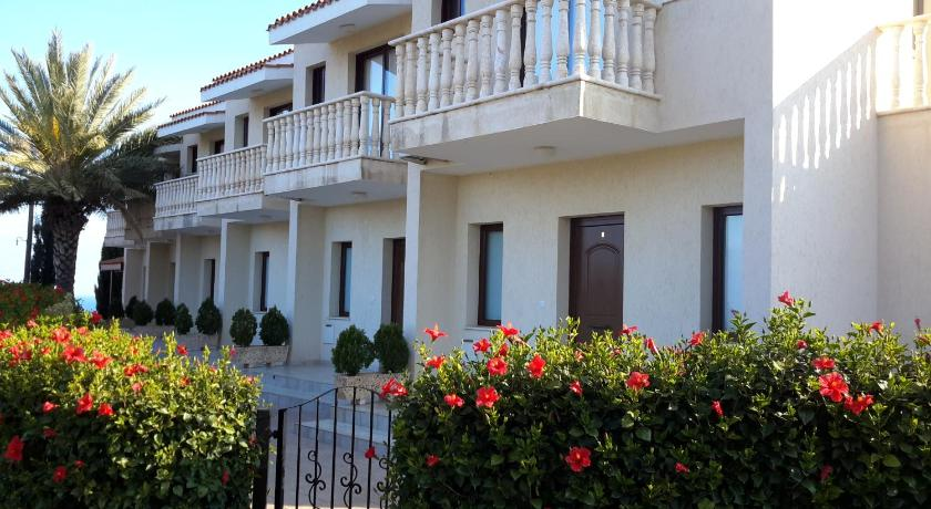 Best time to travel Cyprus A&G Paisiou Luxury Maisonettes