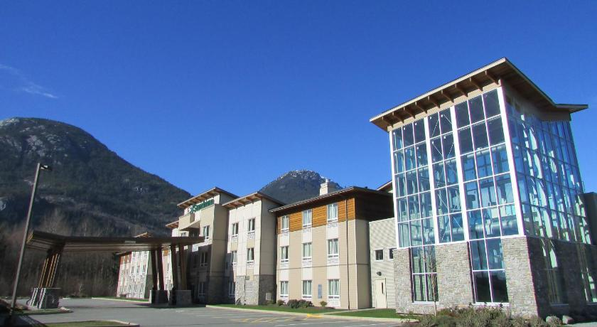 Best time to travel Canada Sandman Hotel and Suites Squamish
