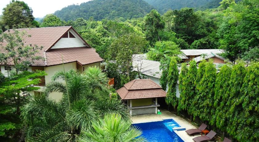 Best time to travel Thailand Paddy's Palms Resort