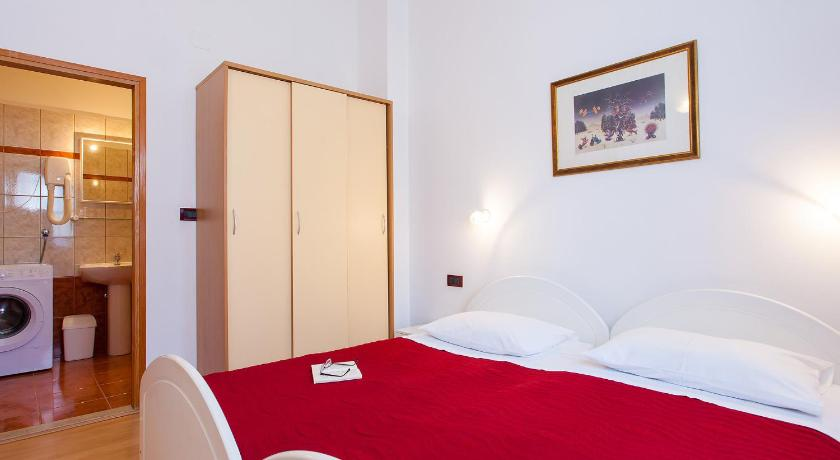 One-Bedroom Apartment with Shared Balcony and Garden View Apartments Villa Brioni II