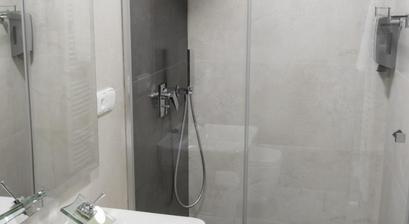 Double or Twin Room with Shower B2B Apartments
