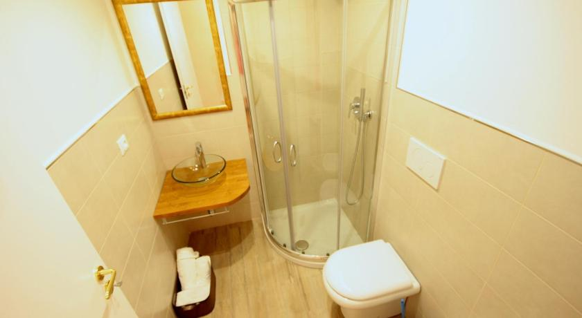 Twin Room with Private External Bathroom B&B I Portici Di Sottoripa